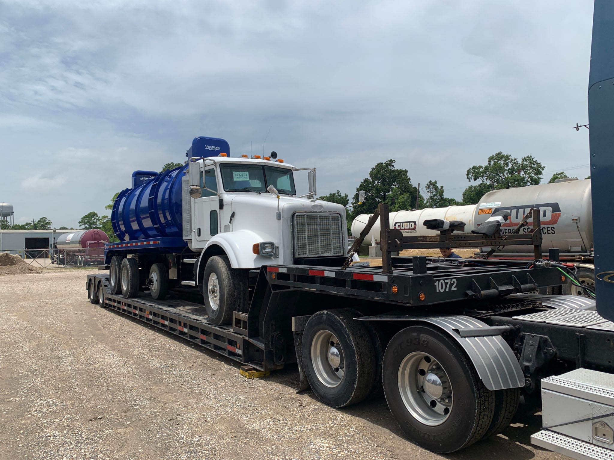 Heavy Duty Tank Truck Transport