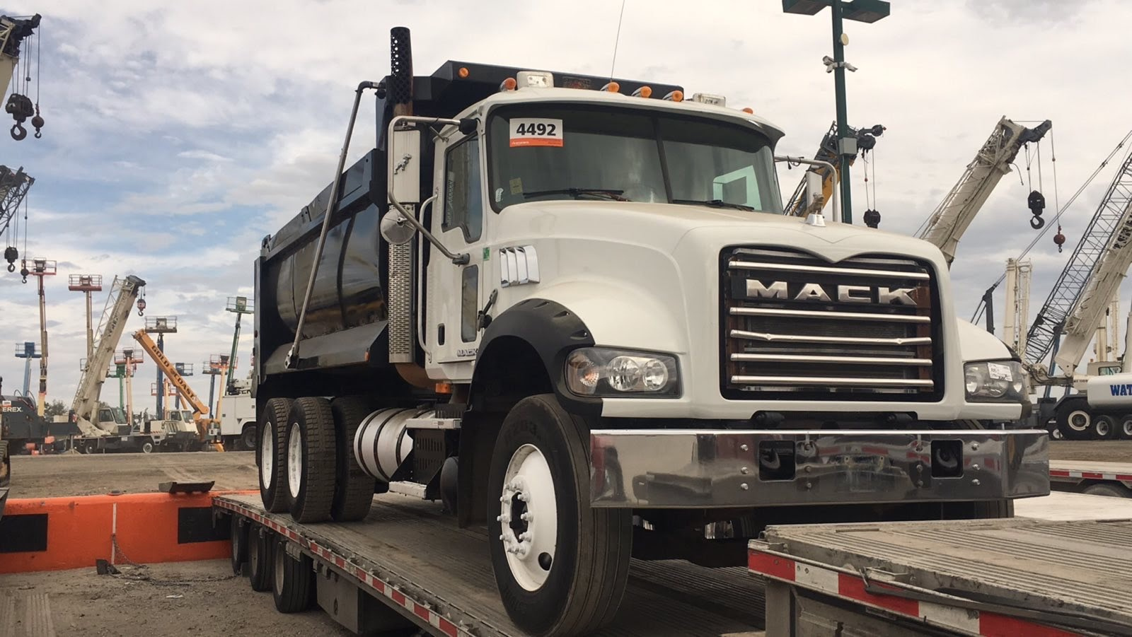 Mack Granite GU713 Heavy Duty Truck